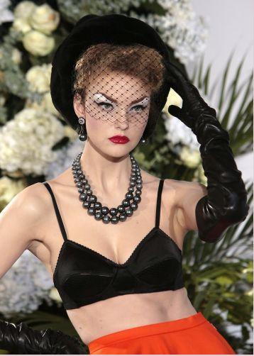 Carol Trentini linda e loira para Dior